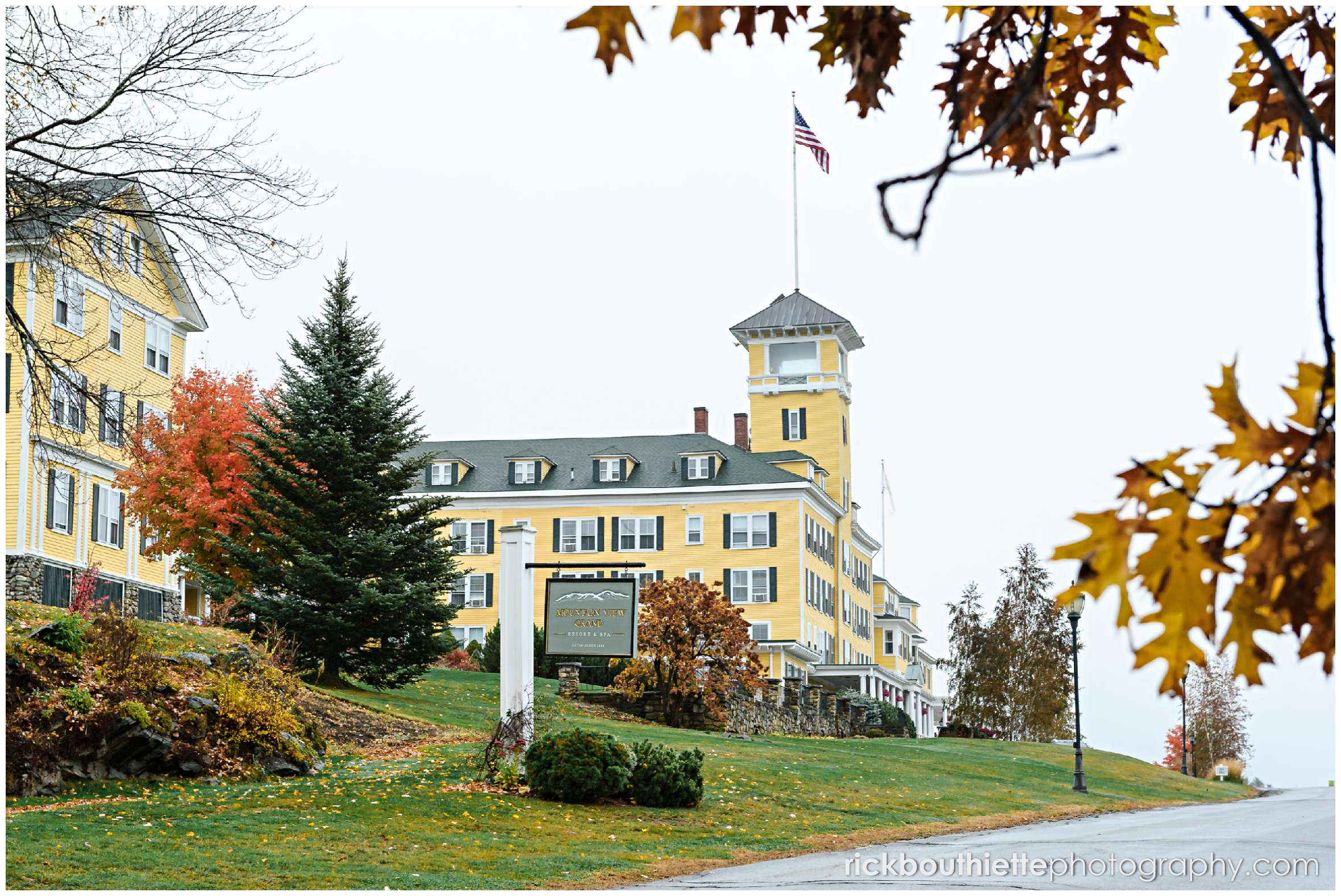 the mountain view grand hotel in fall