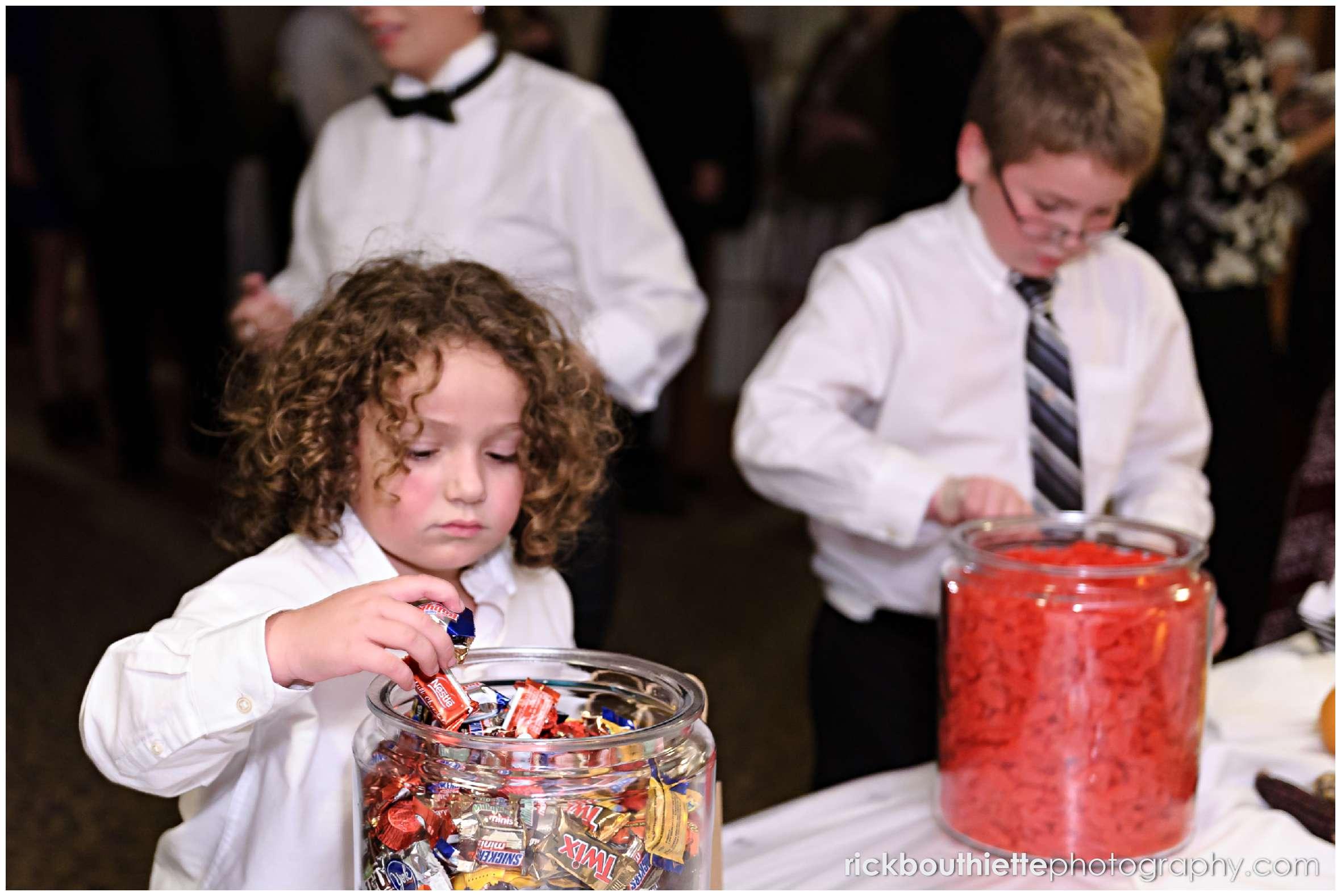 kids enjoy candy bar at New Hampshire seacoast wedding