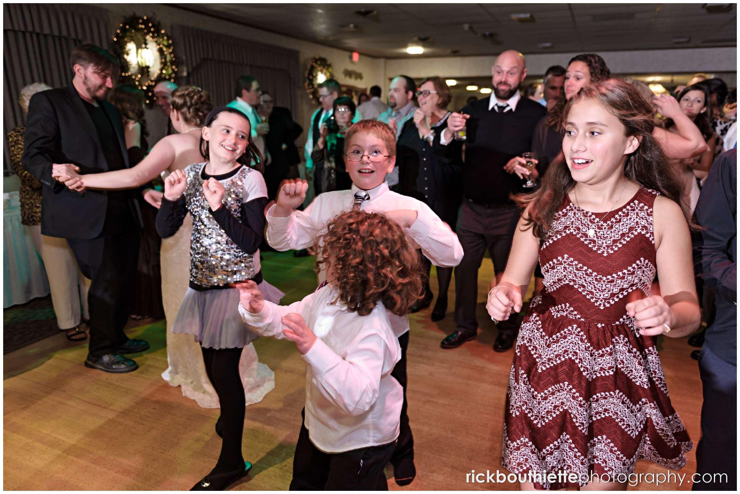 kids dancing at Harris' Pelham Inn wedding